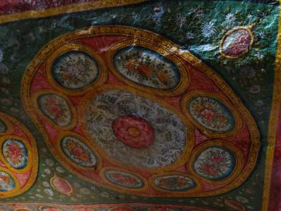 More paintings on rocky ceiling, like Dambulla