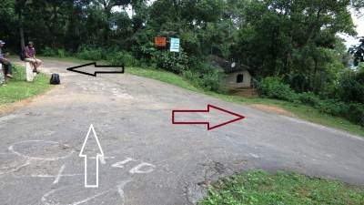 Direction at Puwakpitiya junction- White arrow from Matale side, Red arrow to Illukkumbura and Black arrow is to Puwakpitiya. We were stranded there without having a three wheeler
