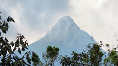 First glimpse of Holy peak is seen before Mahaweli River.