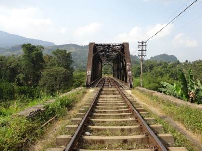 The massive bridge across Mahaweli