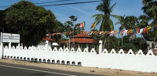 Buddhist temple at Thalaimannar