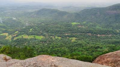 The drop of Selagama Mini world's end. Maduragoda (මදුරාගොඩ) village is seen the
