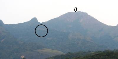 Cave is shown by the black circle. Mighty Kehelpothdoruwegala (කෙහෙල්පොත්දොරුවේගල) is shown by the arrow