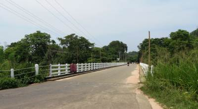 Gini Petti Bridge. Crossing Heen Ganga