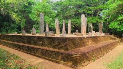 "Chapter house-""Sannipatha Shalawa"" (සන්නිපාත ශාලාව). The chapter house believed to be a large scale construction with four stories. Today about 40 granite stone pillars can be seen at the site. The chapter house is also completely destroyed and only several stone pillars are left from the original construction."