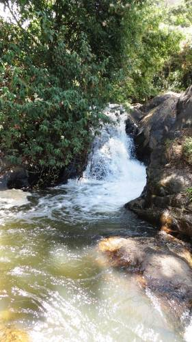 Another small waterfall above upper Bomburu Fall
