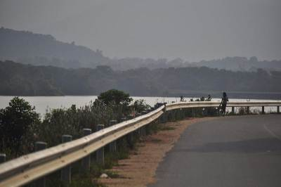 The Loggal oya reservoir and the Rajamawatha
