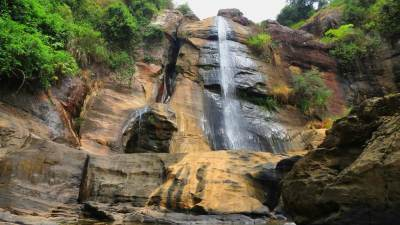 Manawela Falls. Note one fall is completely dry