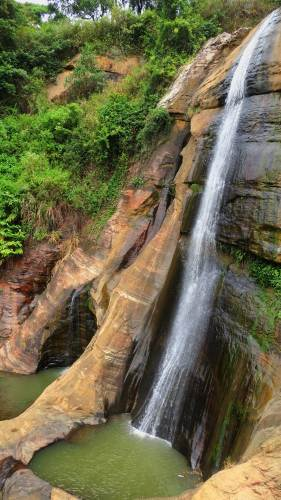 Side view of Manawela falls
