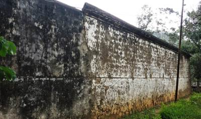 Side view of the wall