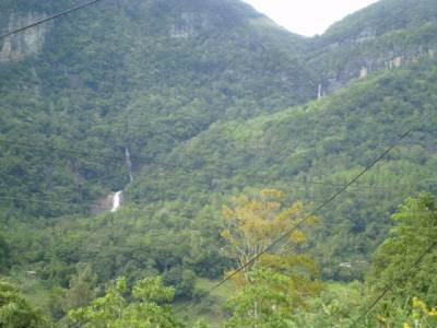 Two waterfalls seen far away closer to Hunnasgiriya ( near 36/37 km Post )