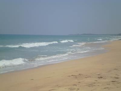 Nilaveli Beach Since it was so crowded we went towards Pigeon island