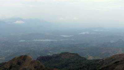 lakes parallel to mahaweli river