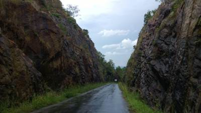 V cut between Kapugala and Rajawaka