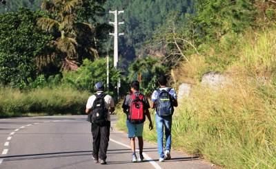 Walking along Colombo-Badulla road towards Bambarakanda