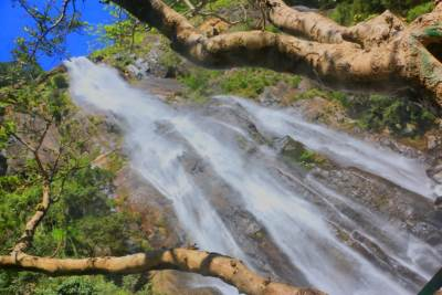 Full flow of Bambarakanda Falls