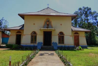 Haldummulla church-It was built recently but it carries some traditional components of Sinhala architecture. First time I have noticed such a thing at a churc