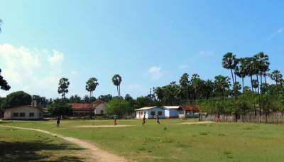 playing cricket at Eluvaitivu