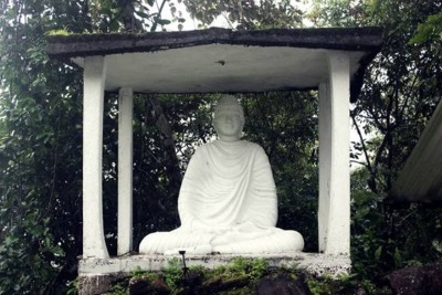 The Buddha statue at Diamondgala Ambalama