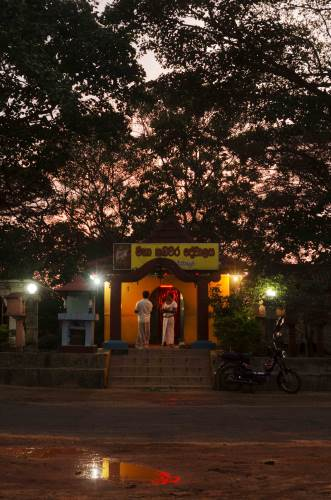 Maha Kadawara Devalaya - A sense of eeriness as darkness descends…