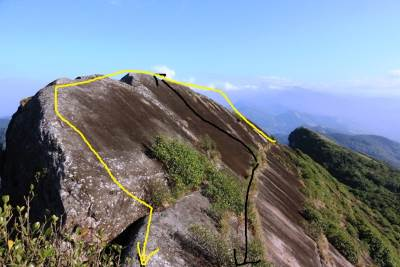 Ura Ketu Gala. Black arrow shows the direction we used to climb up and towards the next peak. Yellow arrow shows the pathway of Explora club members on the knife blade edge
