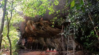 a cave at giri hadu seya