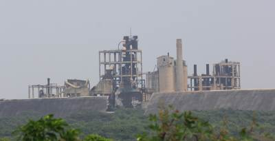 KKS cement factory zoomed. Passing this, our journey along that road ended at Thalsevana