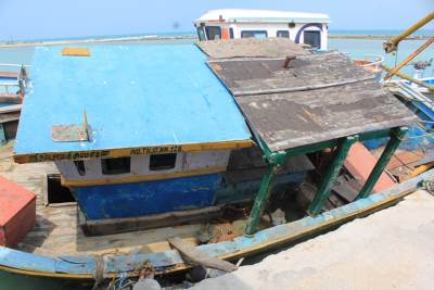 Illegal Tamil Nadu fishing boat seized
