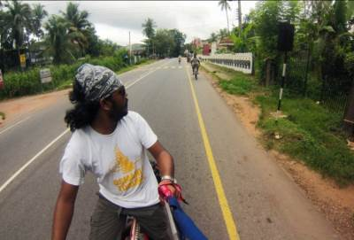 Day 1: On A1 road, En-route to Kandy