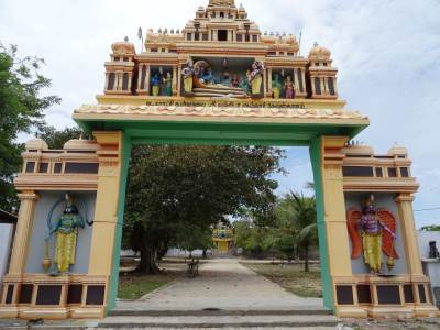Entrance to Vallupuram Kovil