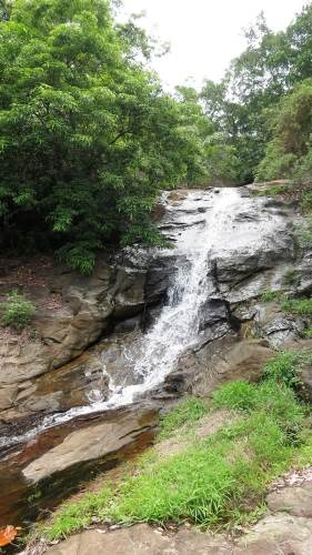 Most lower part of Wee oya falls-1.Can go up in it's right side