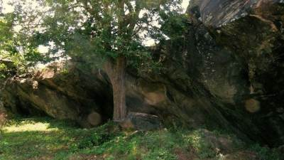 the mysterious cave at galge, so this is the reason why galge is called galge not because of a ganadevi kovil