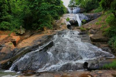 Balangoda Ranmudu Falls flows in different steps.