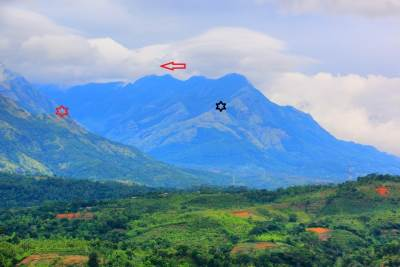 Mountains at Belihuloya: Red star-Hagala kanda, Black star-Adarakanda, red arrow-Balathuduwa and Gommolliya.